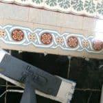 on a deux types de sols en bas : carrelages anciens et pierre bleue : un produit pour nettoyer les deux, le savon noir