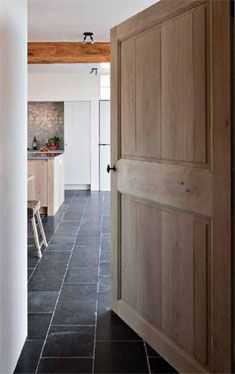 porte bois et sol en pierre bleue